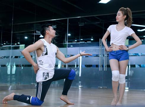 Ngân Khánh và Hồ Vĩnh Khoa tích cực tập luyện cho bài nhảy.