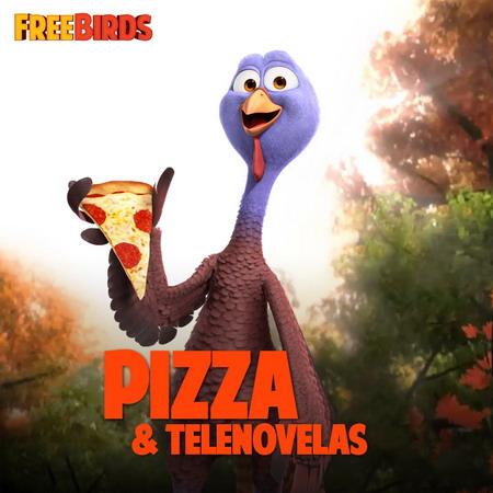 Chú gà tây Reggie mê món Pizza. Ảnh: Relativity Media.
