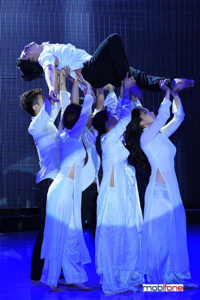Tô Lâm múa đương đại.