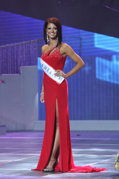 Người chiến thắng đạt danh hiệu cao quý nhất và vương miện của cuộc thi Hoa hậu Quý bà Thế giới năm 2013 là Hoa hậu Quý bà Mỹ.