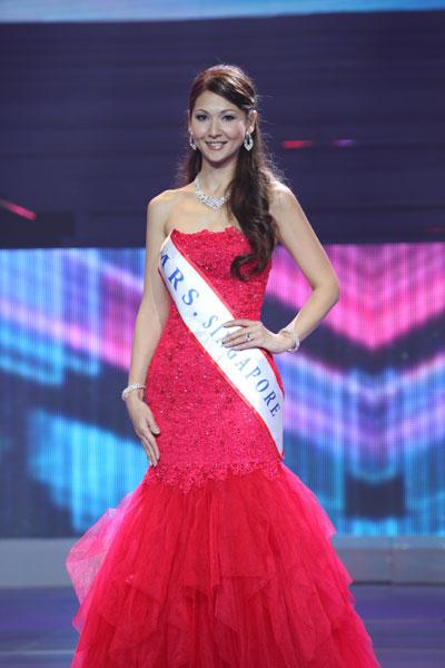 Quý bà Singapore giành ngôi Á hậu 2.