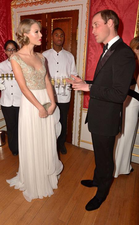 Ngôi sao ca nhạc 23 tuổi trò chuyện với hoàng tử Anh tại cung điện.