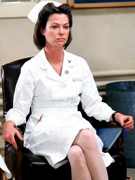 Nữ y tá Ratched là vai diễn để đời của nữ diễn viên Louise Fletcher và là một trong những nhân vật phản diện nổi tiếng nhất của lịch sử điện ảnh thế giới.