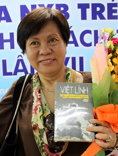 Đạo diễn Việt Linh trong một lần từ Pháp về nước ra mắt sách. Ảnh: Thoại Hà.