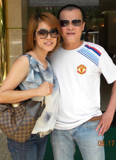 Ca sĩ Quang Minh bên em gái Thu Phương.