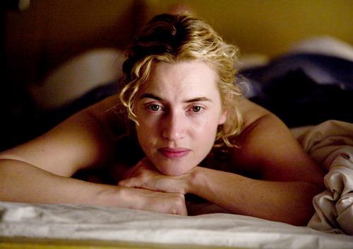 """Vai diễn Hanna đem lại cho Kate Winslet tượng vàng Oscar đầu tiên dành cho """"Nữ diễn viên chính xuất sắc"""" vào năm 2009."""