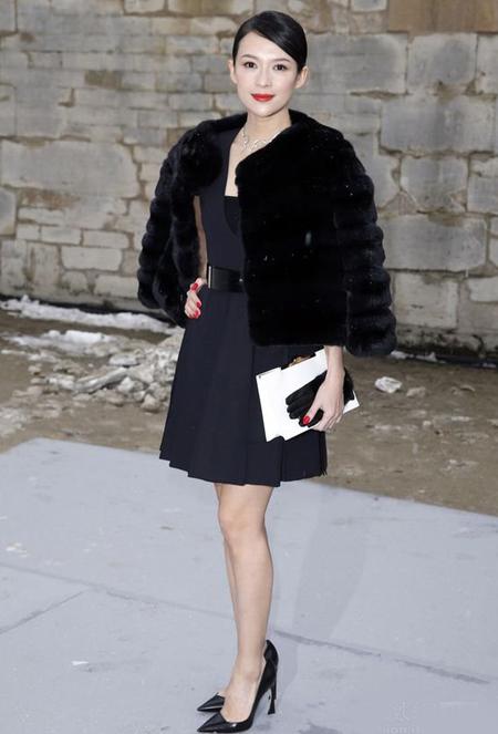 Tử Di dự show diễn của Dior tại tuần lễ thời trang Paris hồi đầu năm.