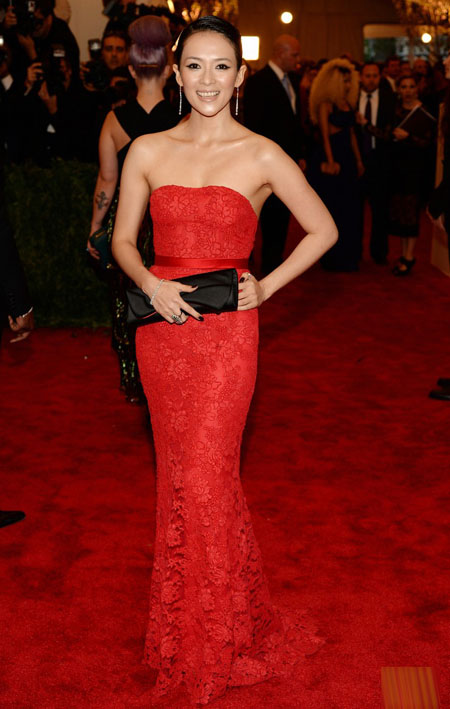 Tử Di diện váy của Jason Wu dự Met Gala hồi tháng 5.