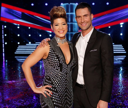Adam Levine rạng ngời khi học trò Tessanne Chin trở thành quán quân The Voice Mỹ mùa thứ năm.
