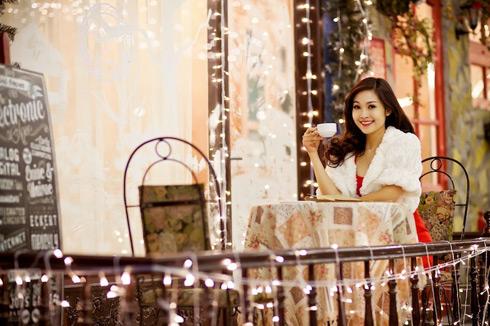 MC Thuỳ Linh chào đó Noel bằng bộ hình cô thực hiện trong những ngày lạnh nhất tại Hà Nội.