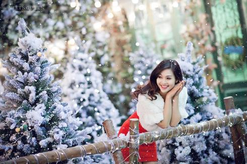 năm 2013 Thuỳ Linh đã thực hiện được một bộ phim điện ảnh (Và anh sẽ trở lại), nhận được giải Diễn viên phụ xuất sắc nhất tại Liên hoan phim Việt Nam Bông Sen Vàng, với vai diễn cô gái dân tộc Tráng Ly.