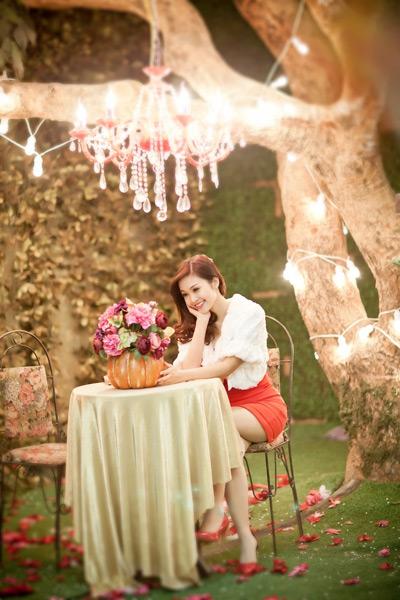 Cô cũng cho biết sẽ tiếp tục tham gia dẫn chương trình Bài hát yêu thích 2014, bên cạnh MC Danh Tùng.