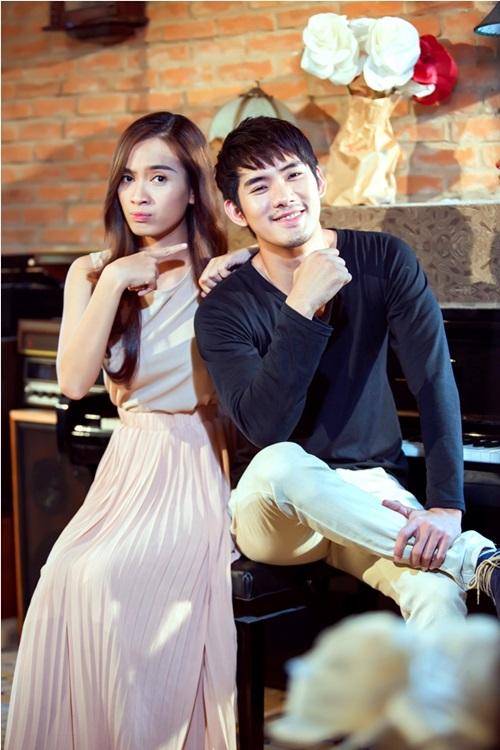 Với MV Hai thế giới cũng là lần đầu tiên Ái Phương hợp tác với ekip Blue Production và nữ đạo diễn Đinh Hà Uyên Thư, một người đã từng thực hiện rất nhiều sản phẩm cho Ái Phương trong các MV trước đây.
