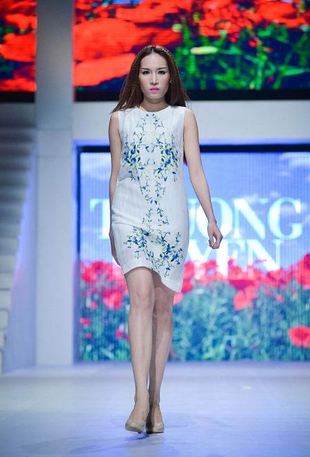 Đây là lần thứ 16 Thương Huyền  tham gia Tuần lễ thời trang.  Năm 2009, Thương Huyền đã cùng với 5 nhà thiết kế thời trang của Hà Nội (Đức Hải, Quang Huy, Thương Huyền, Việt Hà, Minh Minh) và một NTK đến từ TP.HCM là Minh Hạnh mở chung một cửa hàng