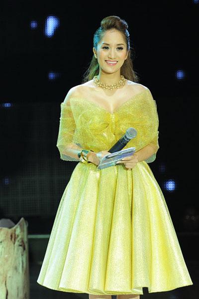 MC Khánh Thi thành công trong lần đầu tiên giữ vai trò MC một cuộc thi truyền hình về nhảy.