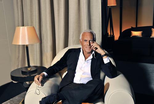 Giorgio Armani là nhà thiết kế kiếm nhiều tiền nhất hiện nay với con số 8,5 triệu USD. Thành lập hãng thời trang vào năm 1995, chỉ 6 năm sau, Armani đã trở thành nhà thiết kế đến từ Italy thành công nhất khi đạt doanh thu hàng năm lên tới 1,6 tỷ USD.