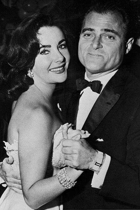 Nhà sản xuất phim người Mỹ là chồng thứ ba trong số bảy đời chồng của Elizabeth Taylor. Ông cũng là người duy nhất không ly hôn với huyền thoại điện ảnh. Họ kết hôn năm 1957, chỉ một năm sau đó Mike Todd qua đời trong một tai nạn máy bay.