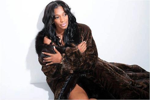 Nữ ca sĩ da màu Mỹ Tabitha King.