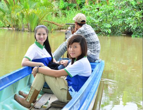 trao học bổng cho học sinh nghèo có hoàn cảnh khó khăn tại Cà Mau ở 2 huyện vùng sâu vùng xa là Trần Văn Thời & Cái Nước