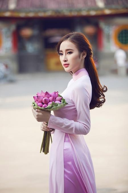 Trong bộ ảnh đón xuân mới, diễn viên Phương Trinh