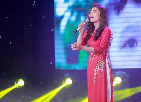 Sao mai Phạm Phương Thảo gây xúc động khi thể hiện ca khúc do chính cô sáng tác về Đại tướng Võ Nguyên Giáp.