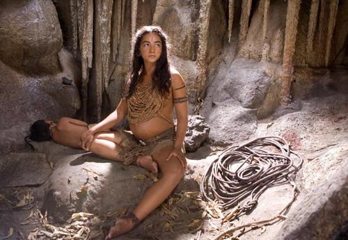 Phim tái hiện thế giới hỗn loạn và vô nhân tính của người Maya.