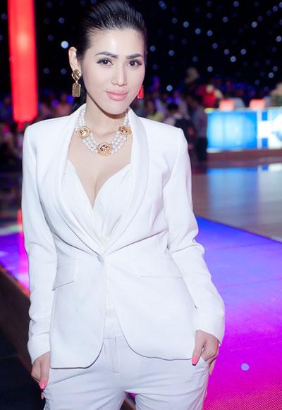 Maria Đinh Phương Ánh đã bất ngờ gây chú ý khi tham gia làm khách mời trong chương trình Bước Nhảy Hoàn Vũ với hình ảnh vô cùng nam tính.