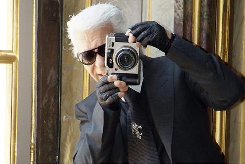 Không chỉ tài năng về thiết kế thời trang, Karl Lagerfeld còn khiến những người trong giới khâm phục về khả năng chụp ảnh.