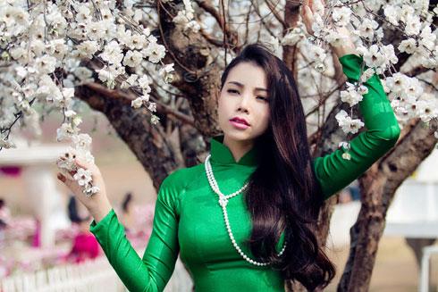 Bản thân Trà Ngọc Hằng cũng không e ngại việc hát sau rất nhiều giọng ca nổi tiếng khác.