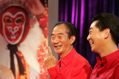 Sớm 1/2, Lục Tiểu Linh Đồng thông báo trên trang cá nhân, cha của ông qua đời hôm 31/1 tại quê hương Thiệu Hưng, Chiết Giang, Trung Quốc. Hưởng thọ 90 tuổi.
