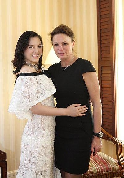 Giám đốc bán hàng của Chanel bay sang Việt Nam chỉ để thử váy cho Lý Nhã Kỳ.