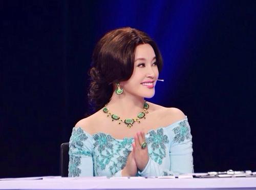 Hiểu Khánh thường được khen ngợi trẻ trung, xinh đẹp mỗi lần xuất hiện.