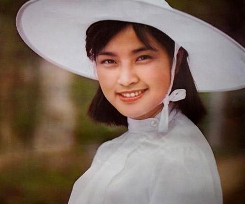 Hiểu Khánh vốn nổi tiếng thay người tình như thay áo. Cô không ngại ngần nói: Tôi đặc biệt thích những người có mới nới cũ. Tôi cũng vui mừng thấy rằng những người có tính cách đó thường rất thành công.