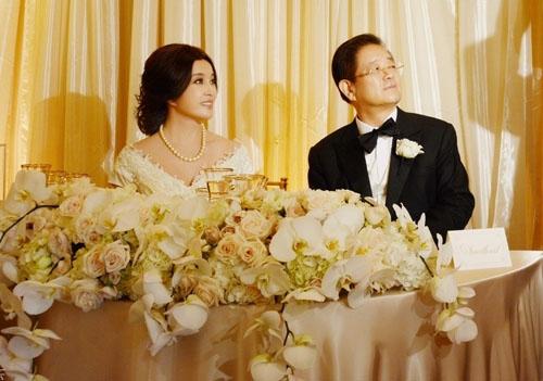 Lưu Hiểu Khánh làm đám cưới với người chồng thứ tư trong đời hồi tháng 8/2013.
