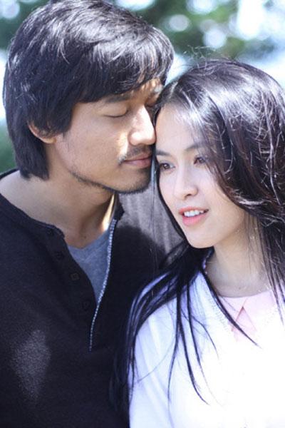 Quý Bình (trái) là gương mặt đậm chất điện ảnh dù anh thể hiện dạng vai nào trên phim.