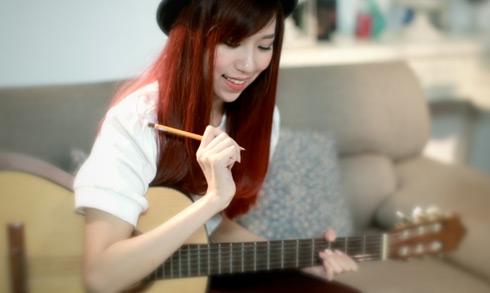 Min (Minh Hằng), ban đầu được biết đến như một vũ công chính của nhóm nhảy cover K  Pop St.319. Song trong năm qua, Min đã có một bước đột phá mới trong sự nghiệp nghệ thuật, khi giới thiệu  ca khúc Tìm (sáng tác bởi Hoàng Tôn The Voice).