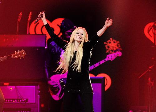 Avril Lavigne trong đêm nhạc tại thủ đô Bangkok, Thái Lan tối 11/2. Ảnh: Thai Avril Lavigne.