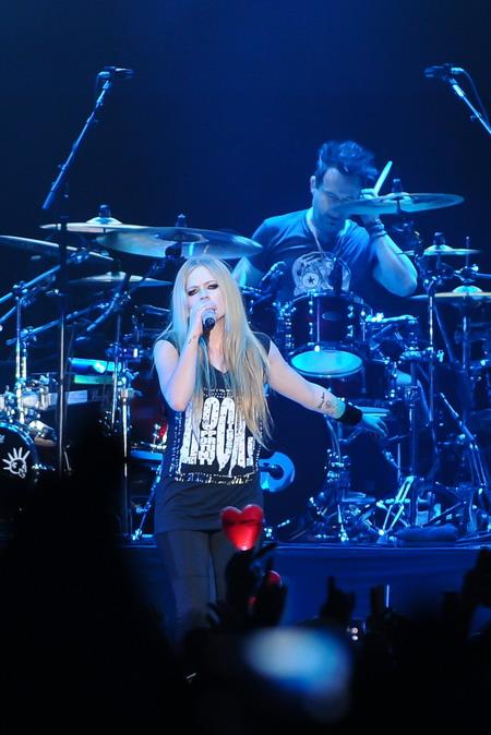 Nữ ca sĩ người Canada trình diễn gần 20 bản hit của mình trong gần hai tiếng trước hơn 10.000 khán giả. Ảnh: BEC-Tero.