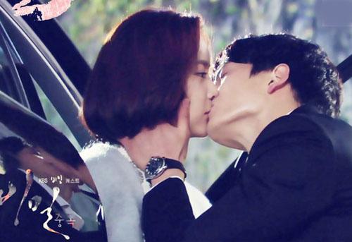 """Nụ hôn của Hwang Jung Eum và Ji Sung trong """"Secret"""