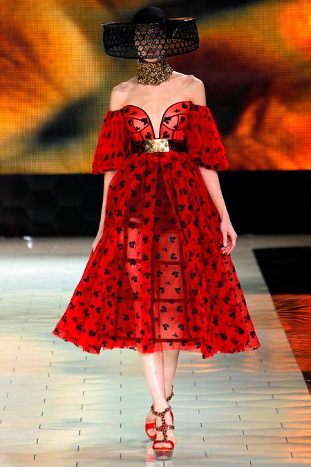 Làm việc tại hãng danh tiếng như Alexander McQueen là mơ ước của không ít sinh viên thời trang. Ảnh: Fashionspanadesign
