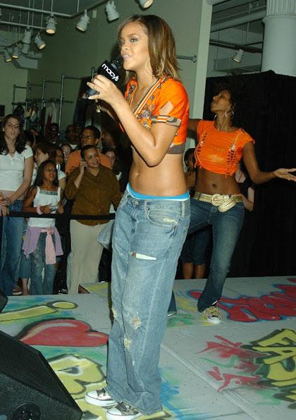 Rihanna6-7038-1392968003.jpg