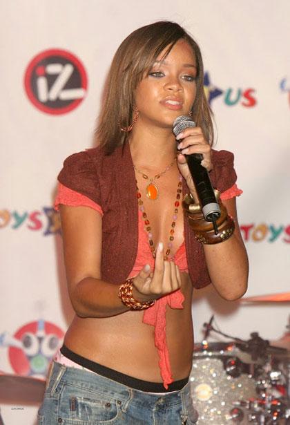 Rihanna8-4208-1392968003.jpg