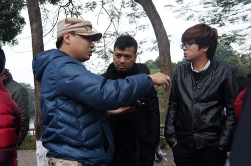 Tranh thủ thời gian về nghỉ Tết bên gia đình, Bùi Anh Tuấn đã cùng hợp tác với nhạc sỹ Tiến Minh để  thực hiện MV Nỗi nhớ vô hình.