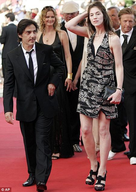 Charlotte-Gainsbourg-29-3855-1393302538.