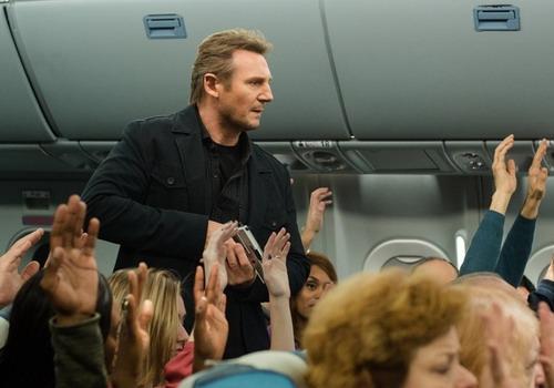 """""""Non-Stop"""" của Liam Neeson tụt xuống vị trí thứ ba sau một tuần đứng quán quân."""