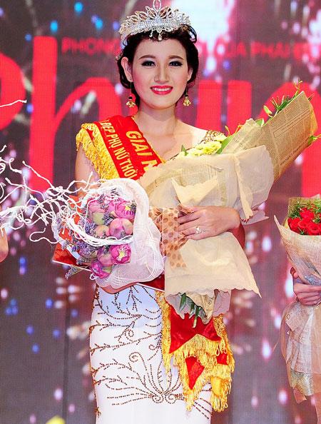 (Sinh năm 1992- Quê quán Bến Tre ) : Sinh viên năm 4 khoa quản trị kinh doanh - trường Đại Học Công Nghệ TP.Hồ Chí Minh ( cao 1.72m , nặng : 49 kg , Số đo : 84  61  92)