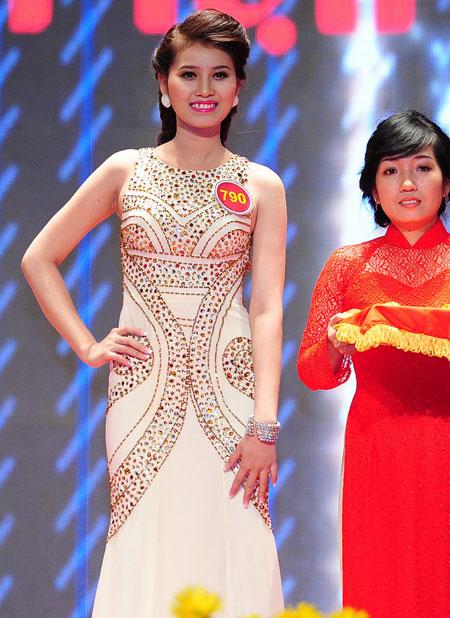 Cẩm Tiên đoạt giải Thí sinh có làn da đẹp nhất. Cô sinh năm 1994 đến từ Đồng Tháp. Hiện nay cô là sinh viên năm 2 trường Sư phạm mầm non