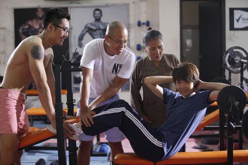 Đạo diễn Vũ Ngọc Đãng (thứ hai từ trái qua) cho biết, Minh Hằng là lựa chọn số một của anh khi tìm diễn viên vào vai Đông Dương.