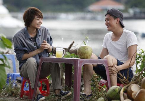 Hai nhân vật chính là Đông Dương (trái) và Hải Minh (phải) cố gắng vượt qua nhiều khó khăn và định kiến để sống hạnh phúc với lựa chọn của mình.