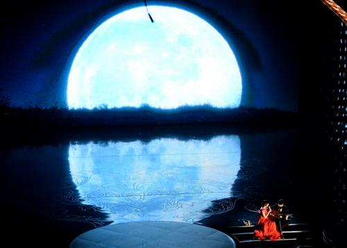 The-Moon-Song-Oscars-performan-8462-9429